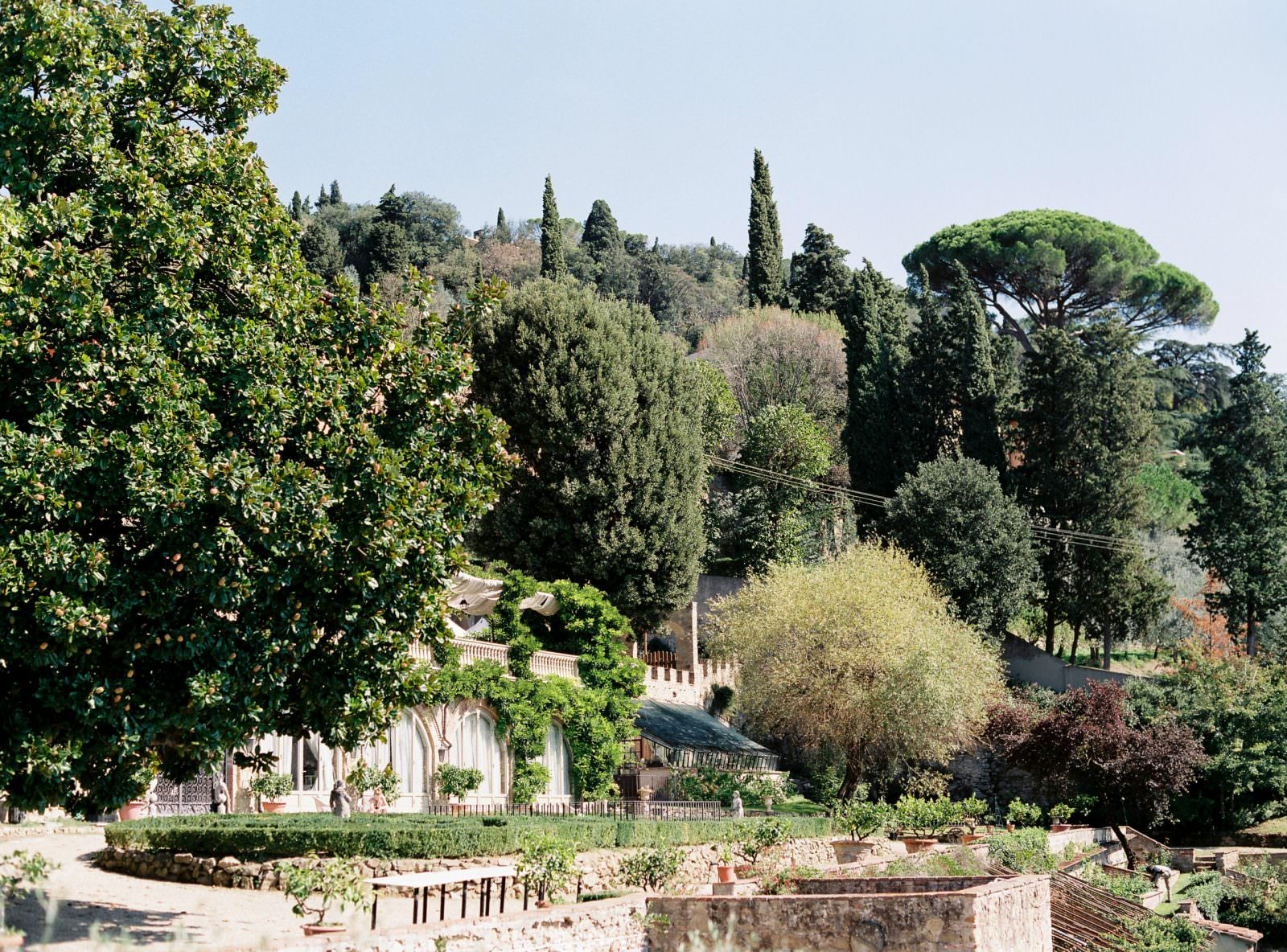 Villa Le Fontanelle wedding venue in Florence garden area