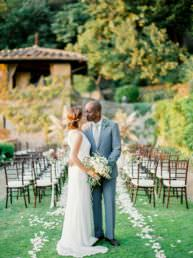 Married couple enjoy their first kiss in Tuscany at Villa Le Fontanelle