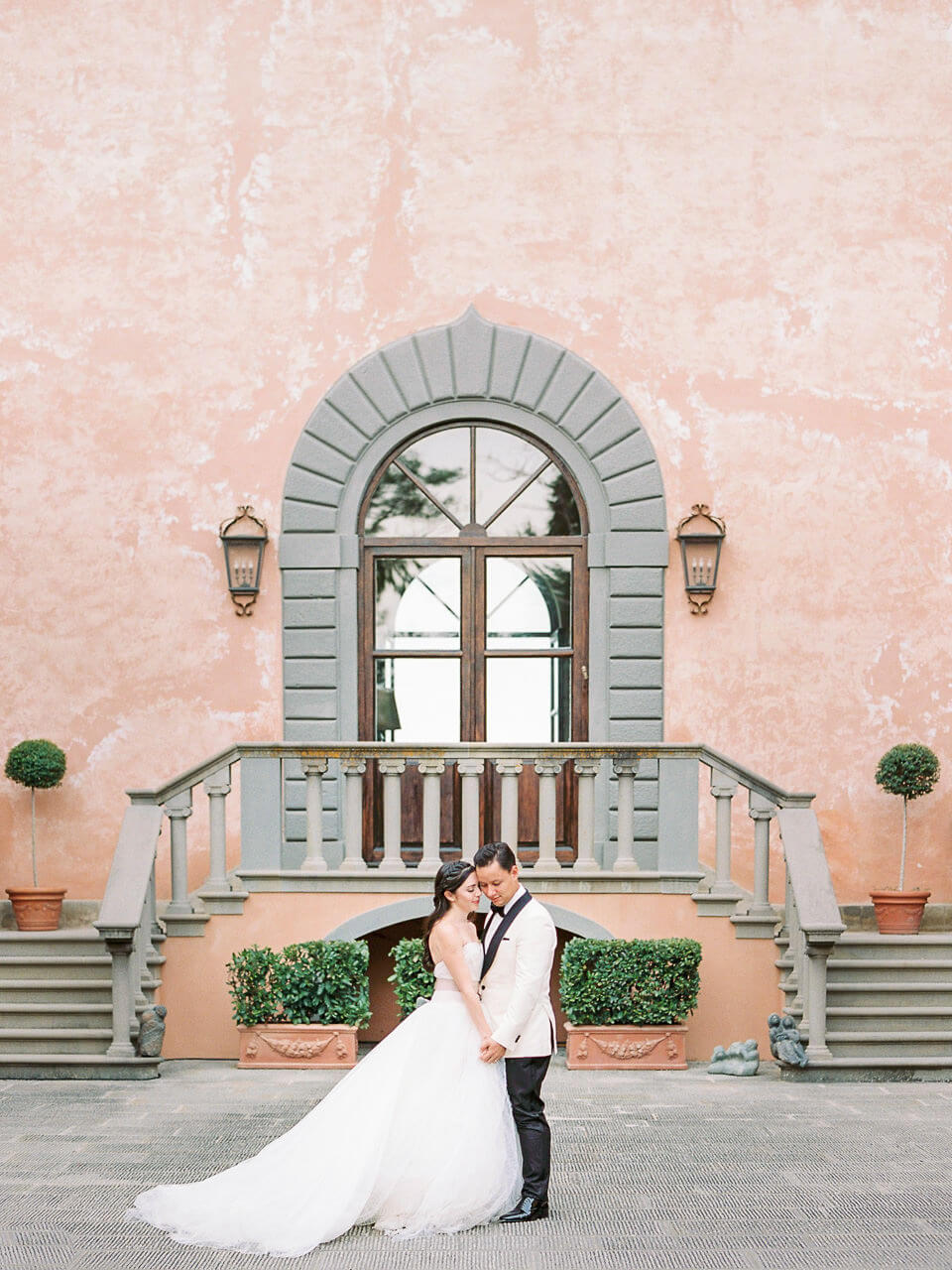 best spots for bride and groom portraits at Villa Mangiacane