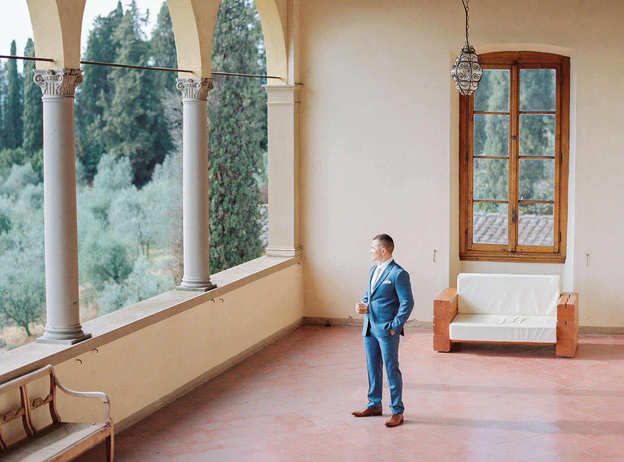 A groom waiting patiently for his bride in Villa Agape in Florence