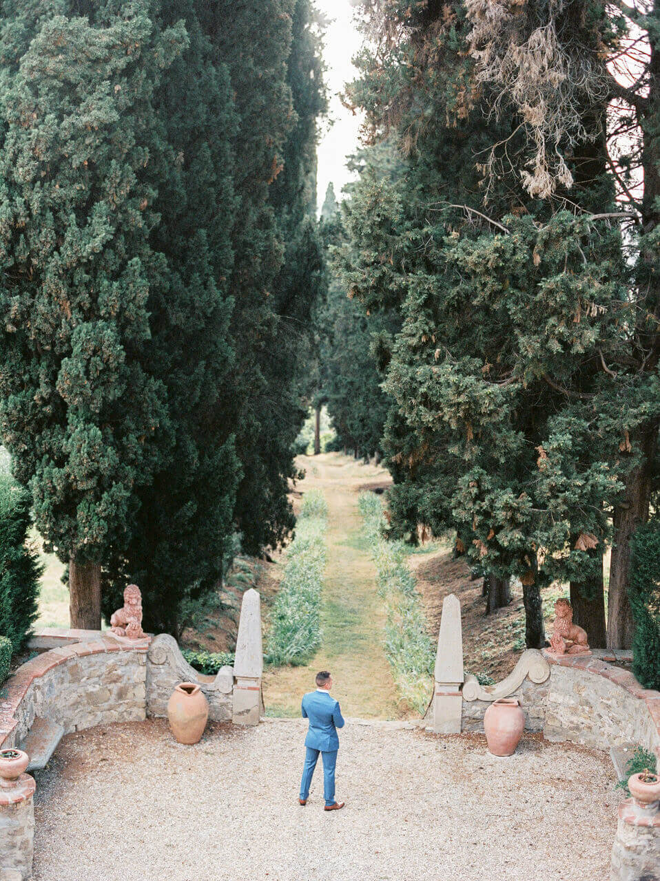 Groom first look in Florence and a enchanting Italian garden - Vila Agape