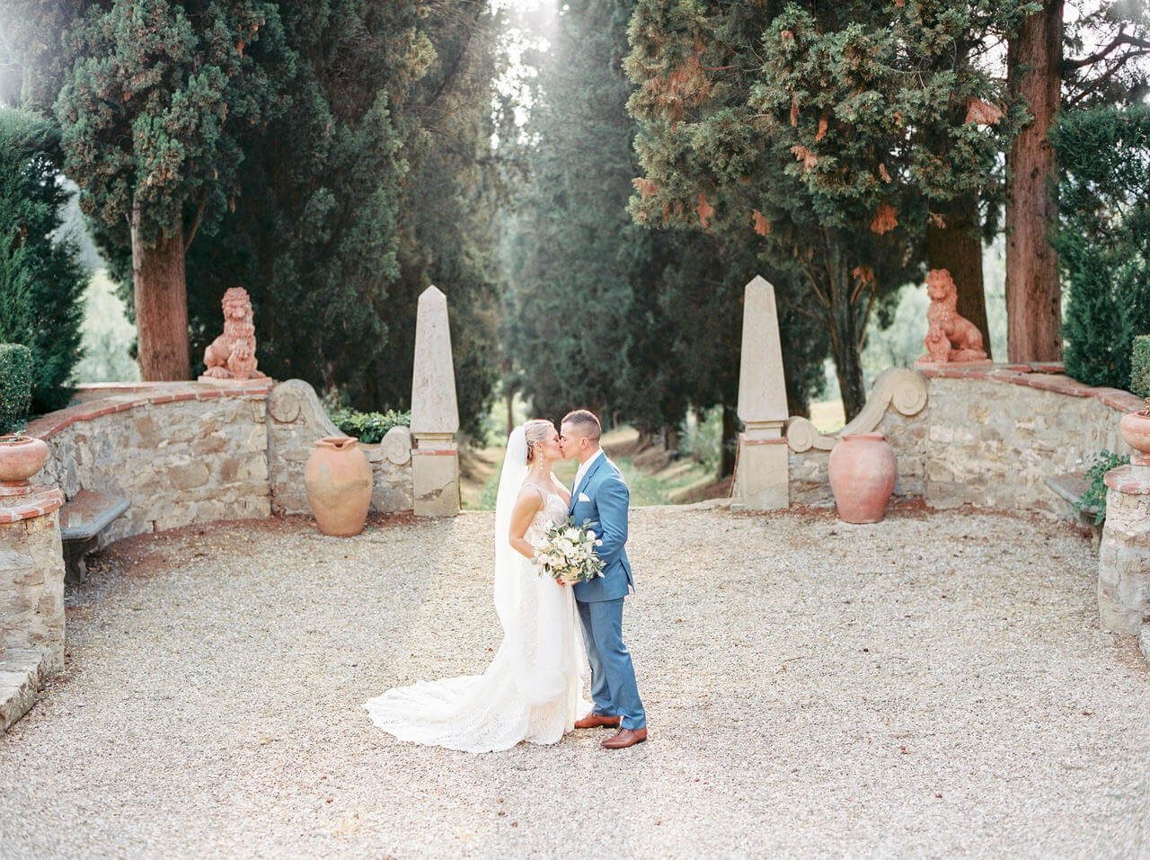 The wedding first kiss in Tuscany - Villa Agape