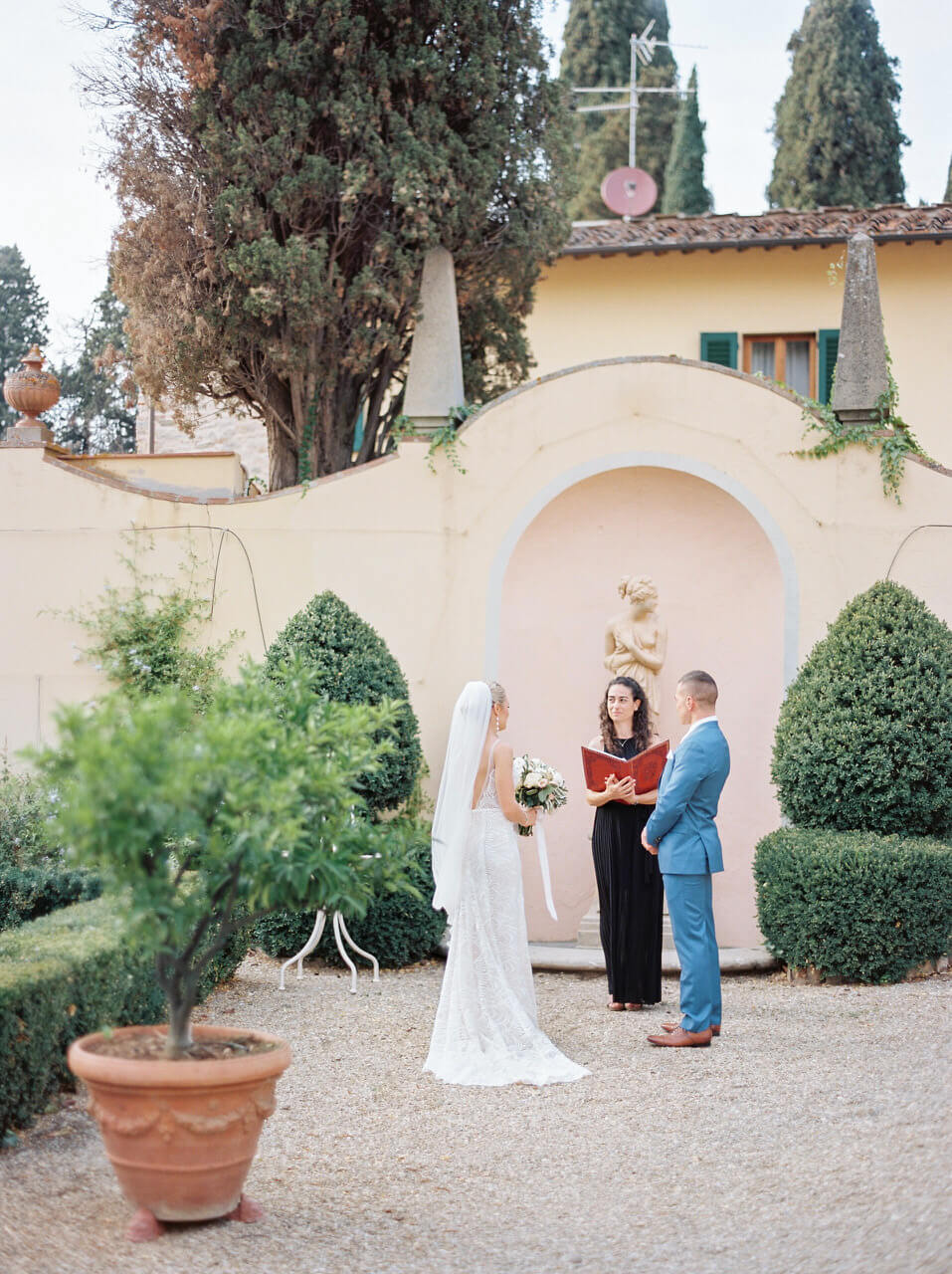 Florence outdoor wedding ceremony at Villa Agape Art Hotel Florence
