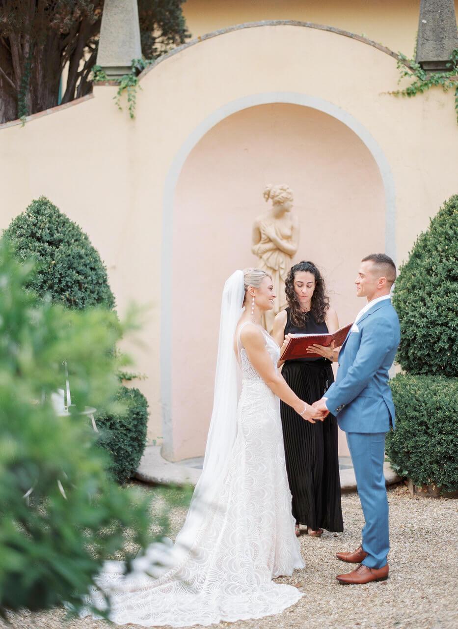 Sybolic ceremony in tuscan garden - villa agape